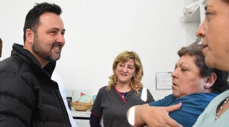Aiola en el vacunatorio del Hospital de Chacabuco