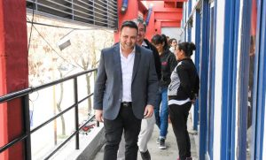 Aiola recorrió el Polideportivo Municipal