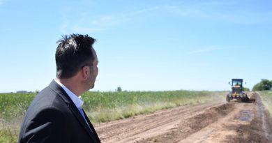 Aiola recorre arreglo de caminos rurales