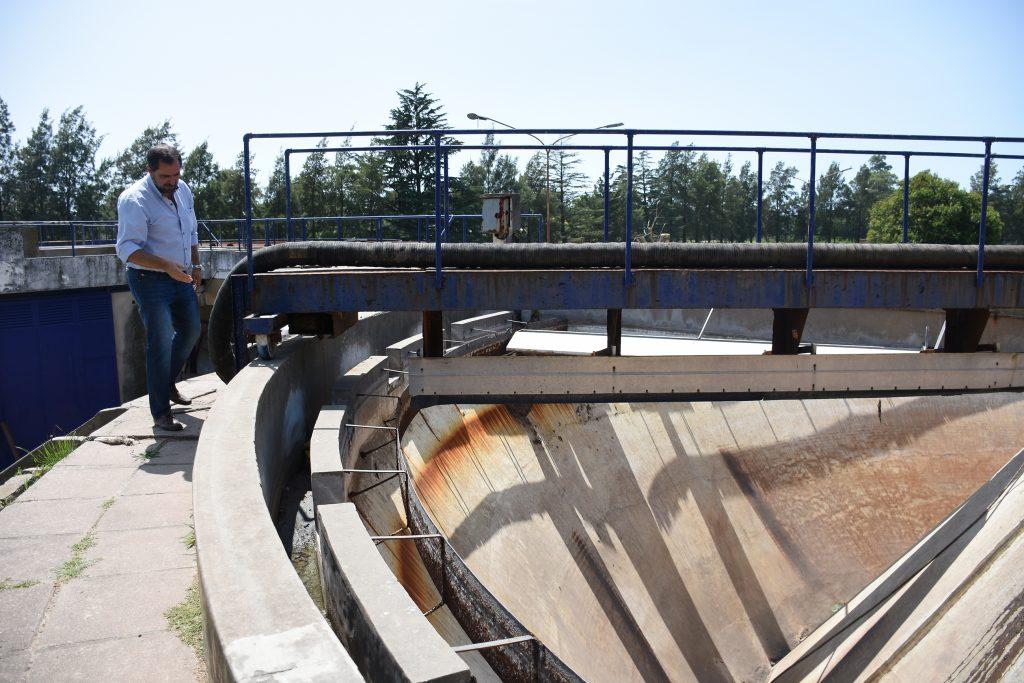 Más de dos millones y medio de pesos costó la limpieza de barros en pozo digestor de Planta Depuradora Este de Chacabuco