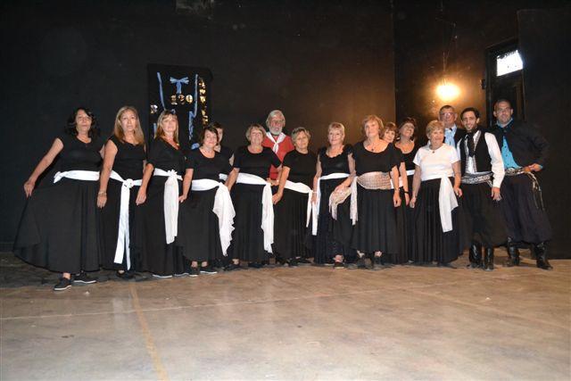 Taller de Folklore del Centro de Jubilados de Rawson a cargo del profesor  Damián Granados.
