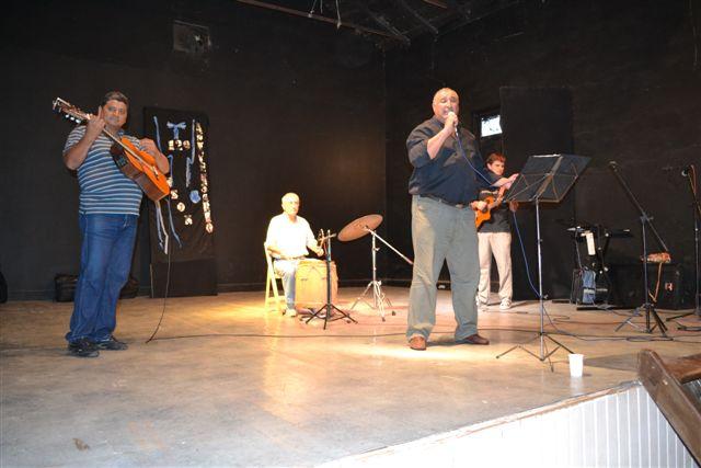 Eduardo Cuello, acompañado por Manuel Ojeda, Oscar Talento y Christian Fagan.