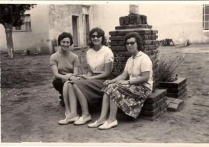 De izquierda a derecha: preceptoras Elvira Rosso y Elba Ortigoza y secretaria Stella Maris Aldinio.