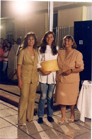 Entrega de Diplomas: egresada Antonela Perfetti, Secretaria: Andrea Ricci, Directora: Prof. Elba Ortigoza.