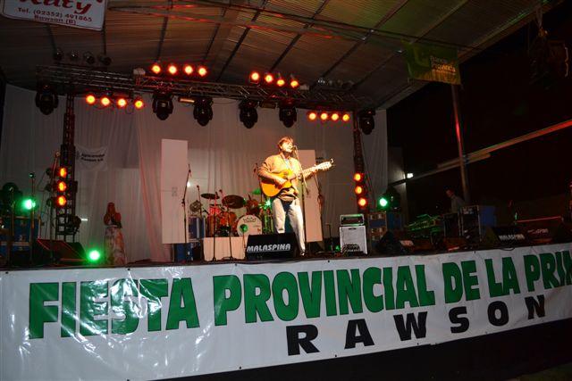 Christian Fagan abrió la noche del viernes con Canción de Fiesta, tema de su autoría.