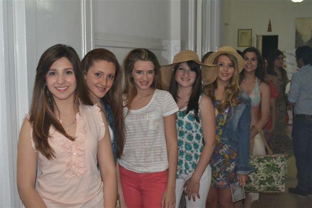 Las chicas que fueron parte del desfile de modas.