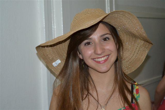 Florencia Ardura, Reina del Aniversario de Rawson antes de desfilar.