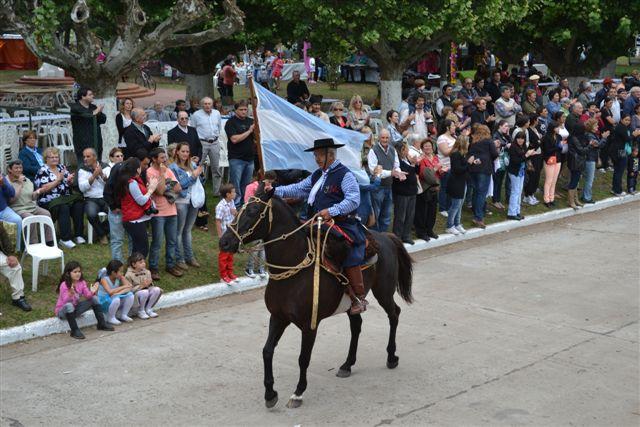 José Martínez, el abanderado del desfile criollo.