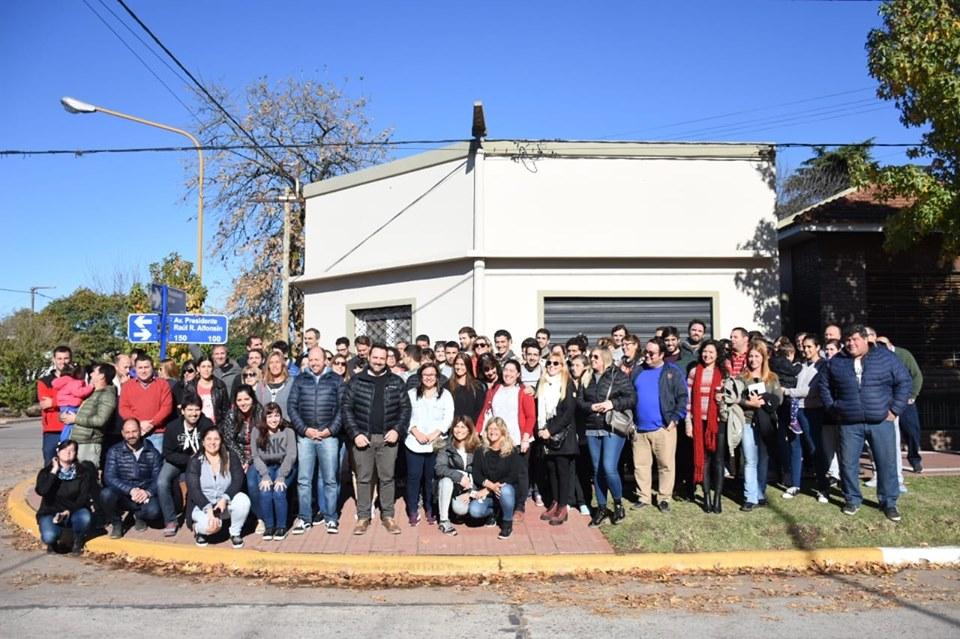 Aiola y sus funcionarios en el barrio de la avenida Presidente Raúl Alfonsín, y alrededores.