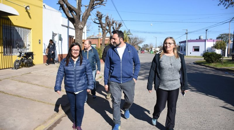 Aiola recorriendo barrios