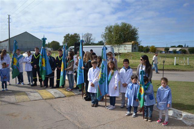 Instituciones presentes con sus banderas de ceremonia.
