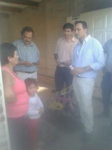 Aiola junto a Alfonsín en el barrio San Cayetano.