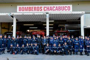Aiola con Bomberos de Chacabuco
