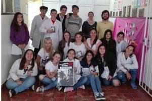 Alumnos de 3º Año haciendo conocer la campaña sobre el riesgo del consumo de alcohol.