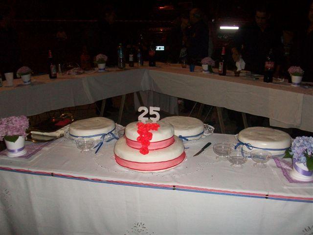 Torta aniversario, fue cortada simbólicamente por Ángela Puig, José Lorenzo y en representación de su padre Carlos, Rómulo Quevedo.