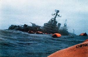 El ARA General Belgrano, momentos antes de hundirse.