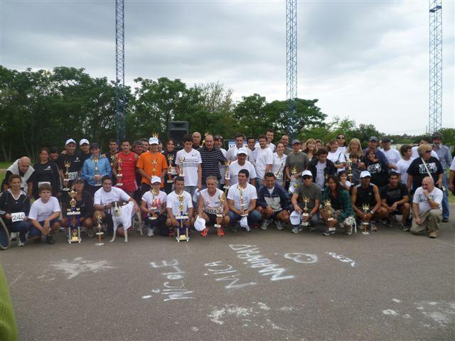 Participantes en la entrega de premios de la maratón realizada en Cortínez.