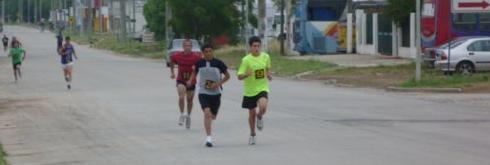 Gianfranco Barranco transitando por las calles de Salto en la maratón del pasado domingo.