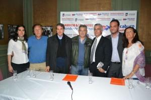 Barrientos firmó convenio con Carlotto.