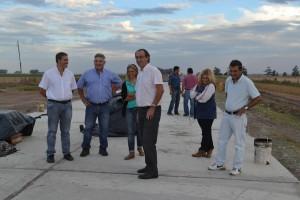 Barrientos en la obra de repavimentación del acceso a Castilla.