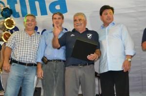 El actual presidente de River Plate y ex jugador de Argentino fue parte de los festejos de los 90 años.