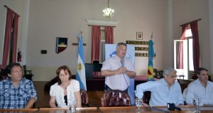 Entrega de becas y subsidios en Chacabuco.