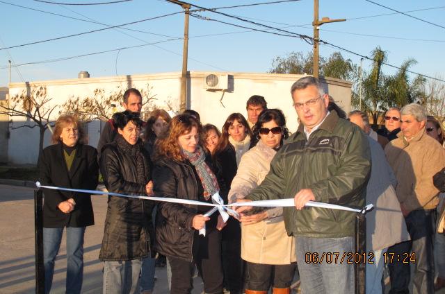 7.6.12 En la tarde de hoy, el Intendente Municipal Dr. Mauricio Barrientos, junto a su Gabinete y vecinos, dejó inauguradas las Calles P. Ullua y Belgrano hasta 9 de Julio de la ciudad de Chacabuco.