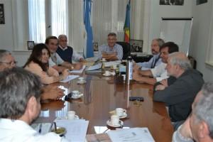 Barrientos con miembros de la Cooperativa Eléctrica.