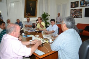 Barrientos con autoridades de la Cooperativa Eléctrica de Chacabuco.