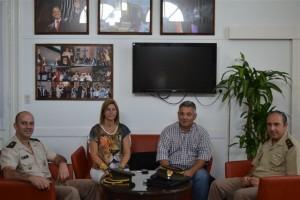 Barrientos junto a personal de ceremonial de la Secretaría General del Ejército Argentino.