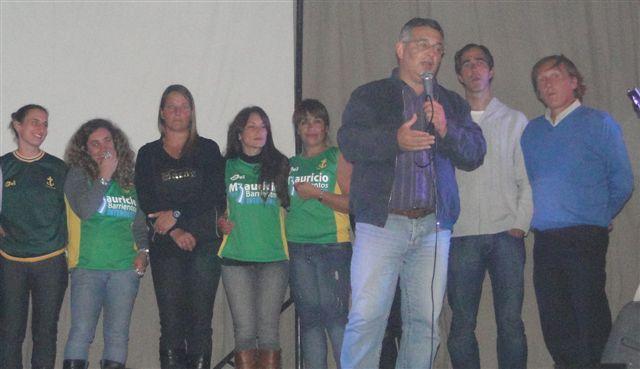 Acompañaron al candidato a Intendente, Mauricio Barrientos, los concejales Claudio Geloso, Daniel Simone y Marcos Peralta; Mirta Elena y Claudio Brindisi.