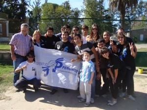Barrientos junto a jóvenes de la Juventud Peronista de Chacabuco.