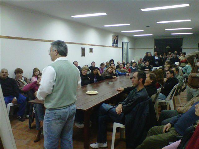 18.6.11- Anoche, en la Casa Peronista de Pasaje Beltrán 131 se realizó un nuevo Plenario del Justicialismo de Chacabuco y el candidato a Intendente Mauricio Barrientos fue uno de los expositores.