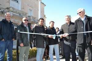 Barrientos inauguró las veredas del Municipio.