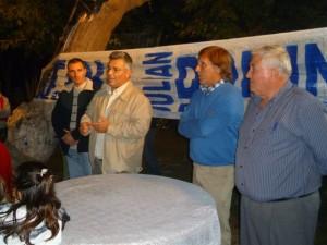 Mauricio Barrientos con vecinos del sector quintas.