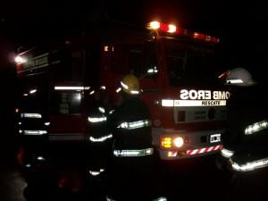 Bomberos Voluntarios de Chivilcoy trabajaron en el lugar del accidente.