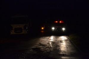 Conductor de camión muere en Ruta 7, tras volcar su unidad.