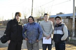 Integrantes de la Juventud Radical en el Barrio San Antonio.