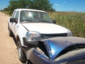 El parabrisas de la Ranger roto por el golpe que pegó el Oficial Principal Martín Coliquio con su cabeza y que le produjera un corte.