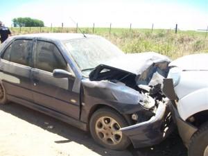 El Peugeot 306 resultó más dañado que la Ford.