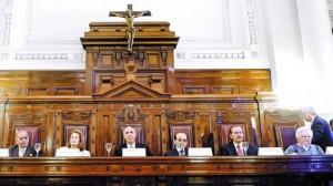 Seis firmas. Petracchi, Highton, Lorenzetti, Fayt, Maqueda y Argibay firmaron la inconstitucionalidad. Zaffaroni votó en disidencia.