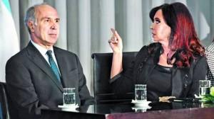 Cristina Fernández al hacer los anuncios.