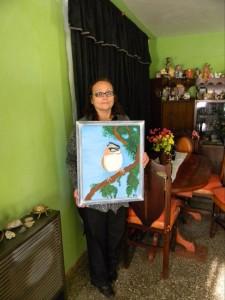 Ana María Chaparro con su obra.