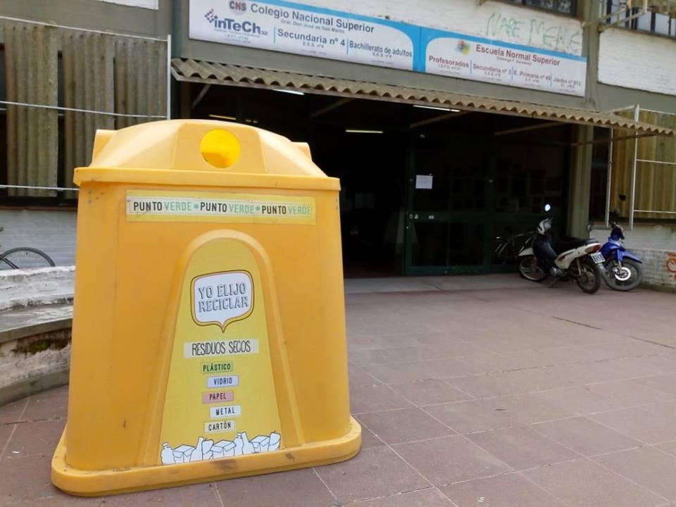 olocación de campanas de reciclaje en establecimientos escolares