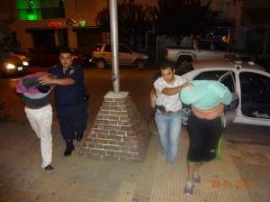 Los detenidos ingresan a la comisaría. Foto: La Mañana de 25 de Mayo.