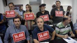 El Frente Gremial Docente con su reclamo ante las autoridades de la Provincia de Buenos Aires, en La Plata. (Télam).
