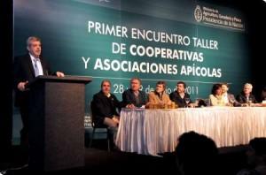 Domínguez junto a más de mil productores avícolas.