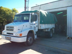 El camión enviado por la Municipalidad de Chacabuco en el Cuartel de Rawson.