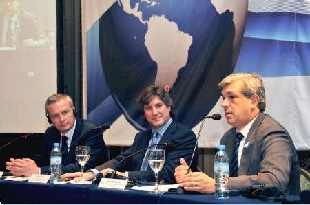 Epígrafe: de izquierda a derecha, el ministro de Agricultura de Francia, Bruno Le Maire, junto al ministro de Economía de la Nación, Amado Boudou y el ministro de Agricultura, Julián Domínguez.