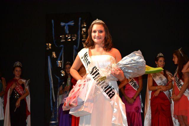 Miss Elegancia; Postulante Nº 1, Narela Campos, 16 años.